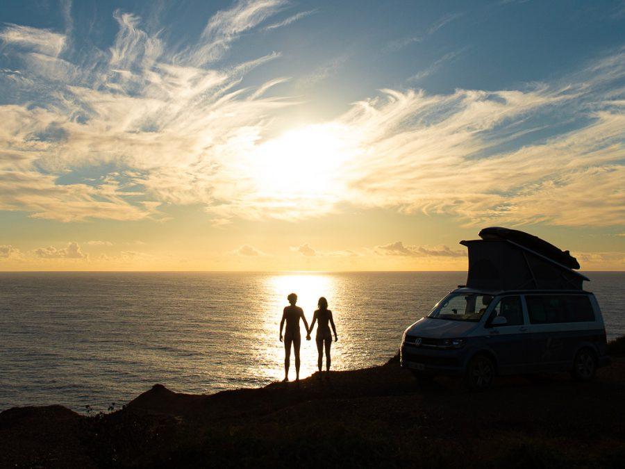 Coucher de soleil couple avec Van