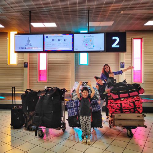 depart vacances aeroport beaucoup de bagages