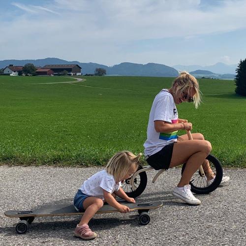 Mère Fille Skate Draisienne Alpenbaby