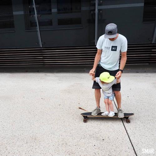 Papa et son fils, skate casquette, parents actifs